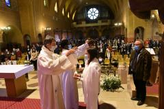 le père Berliet prend part à l'imposition des mains
